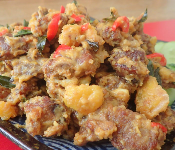 Salted Egg Yolks Butter Pork Ribs – 牛油黃金排骨 with curry leaves & fresh chillies