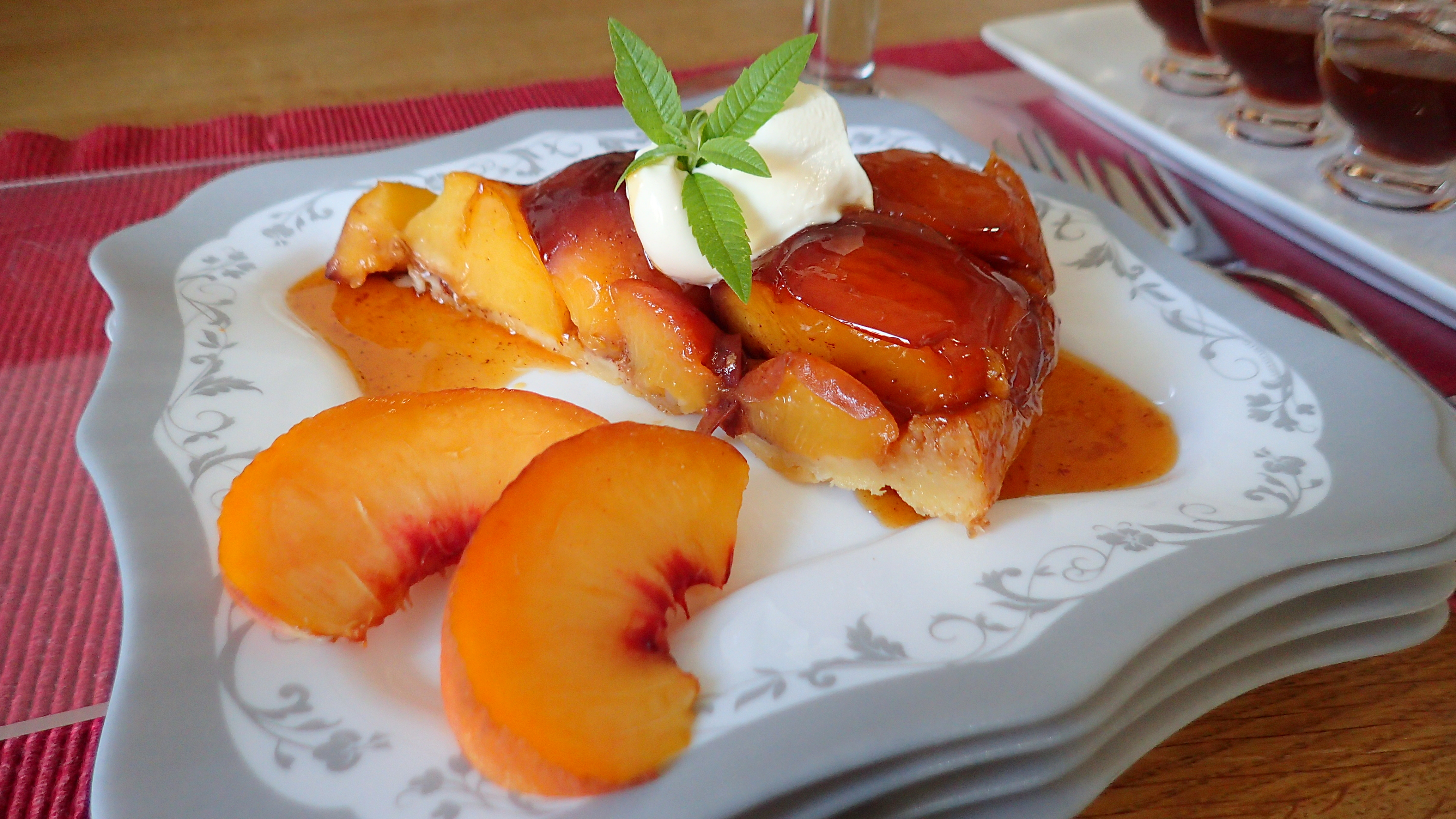 Tarte tatin aux pêches (Peaches Tart Tatin)